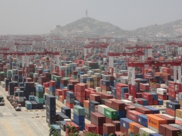Chinese container shipping port