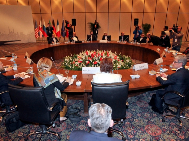 EU foreign policy chief Catherine Ashton and Iran's chief negotiator Saeed Jalili attend a meeting in Istanbul, April 14, 2012