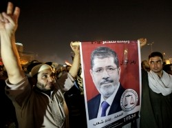Supporters celebrate Egyptian President Mohamed Mursi's decision to dismiss former defence minister and field marshall Hussein Tantawi, in Cairo August 13, 2012