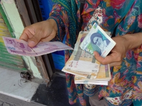 A person holding Iranian currency