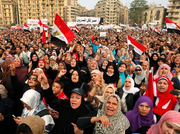Anti-Mursi protesters chant anti-government slogans in Tahrir Square in Cairo November 27, 2012