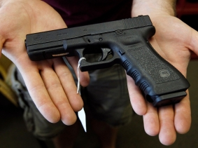 A Glock 22 pistol is displayed at the Rocky Mountain Guns and Ammo store in Parker, Colorado, July 24, 2012, photo by Shannon Stapleton/Reuters