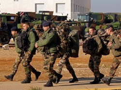 French soldiers prepare for their departure for Mali on January 25, 2013