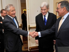 Former Senator Chuck Hagel shakes hands with Secretary of Defense Leon E. Panetta