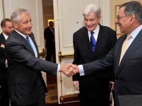Former Senator Chuck Hagel shakes hands with Secretary of Defense Leon E. Panetta