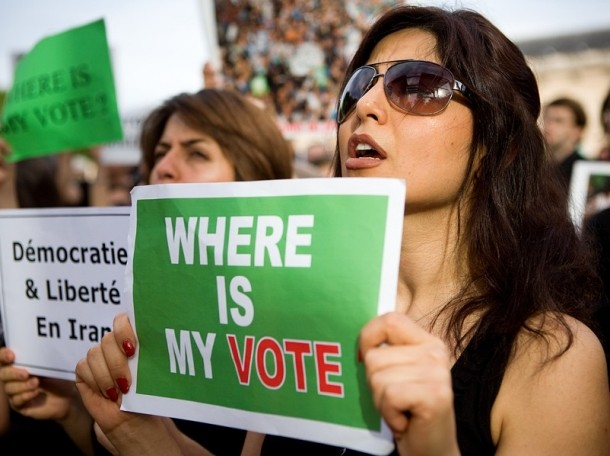 Iranian people living in France protested the 2009 the reelection of Ahmadinejad and the  irregularities in the vote count for his main opponent, the reformist Moussavi.