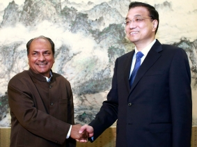 India's Defence Minister A.K. Antony shakes hands with China's Premier Li Keqiang during a meeting at Zhongnanhai Leadership Compound in Beijing July 5, 2013