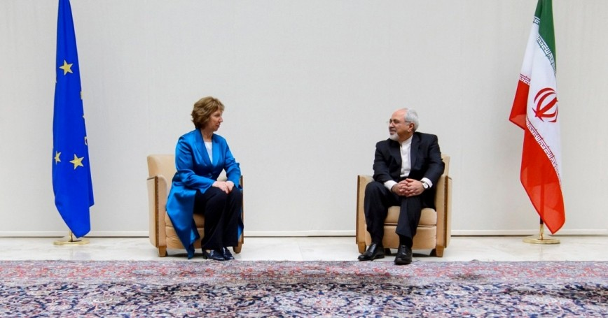 EU foreign policy chief Catherine Ashton speaks with Iranian Foreign Minister Mohammad Javad Zarif before nuclear talks in Geneva October 15, 2013