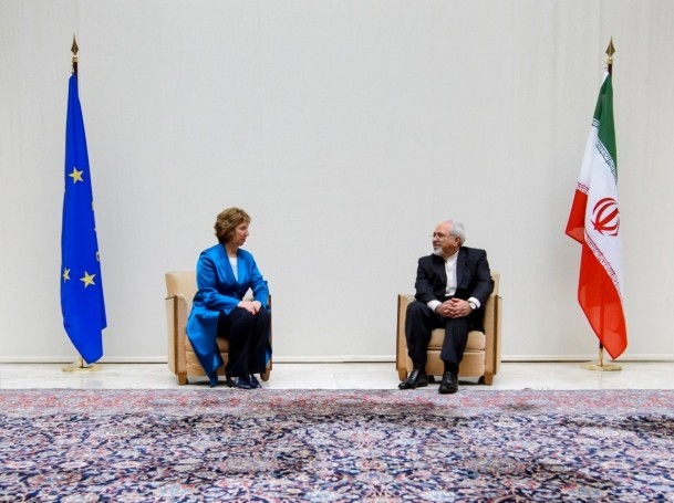 European Union foreign policy chief Catherine Ashton speaks with Iranian Foreign Minister Mohammad Javad Zarif before the start of two days of nuclear talks at the United Nations offices in Geneva October 15, 2013