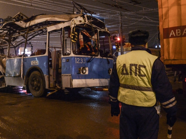 A bomb ripped apart a bus in Volgograd on Monday, killing 14 people in the second deadly attack in 24 hours