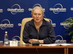 Dr. Gill Samuels CBE attending the Investigation Health 2009 event in Havana