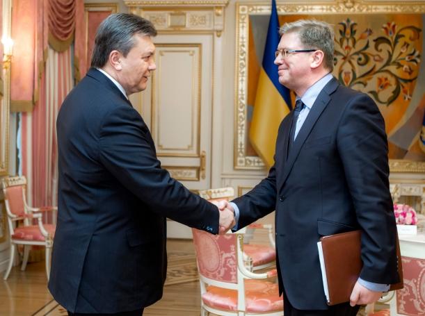 Ukrainian President Viktor Yanukovich shakes hands with European Enlargement and Neighbourhood Policy Commissioner Stefan Fuele during their meeting in Kiev, January 28, 2014