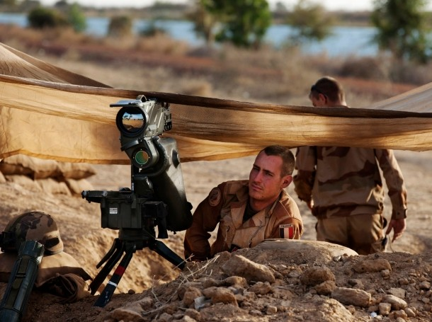 French soldiers take up positions outside Markala, Mali, January 19, 2013
