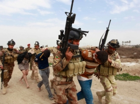 Personnel from the Iraqi security forces arrest suspected militants of the al Qaeda-linked Islamic State in Iraq and the Levant
