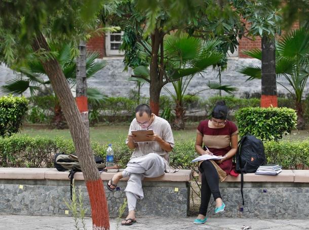 Indian students study inside the Delhi University campus in New Delhi September 20, 2013