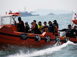 South Korean divers operate at the site where the capsized passenger ship Sewol sank in the sea off Jindo April 20, 2014