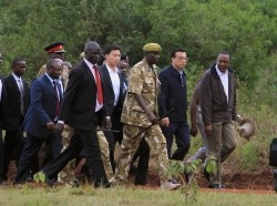 Chinese Premier Li Keqiang (2nd R) and Kenyan President Uhuru Kenyatta (R) walk as they arrive to the site of previously burnt ivory, in Nairobi National Park May 10, 2014