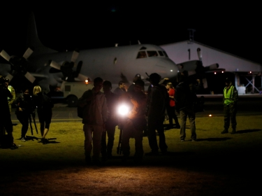 The search for missing Malaysia Airlines Flight 370 resumed even as senior Australian officials warned that bad weather and a lack of reliable information were seriously impeding efforts.