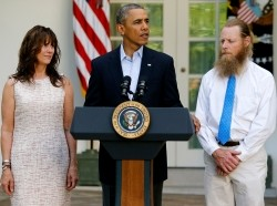 U.S. President Barack Obama stands with Bob Bergdahl and Jami Bergdahl as he delivers a statement about the release of their son, prisoner of war U.S. Army Sergeant Bowe Bergdahl, in the Rose Garden at the White House in Washington May 31, 2014