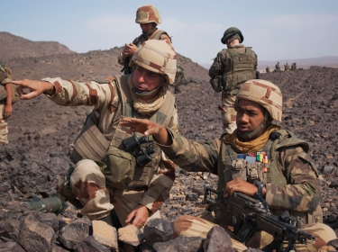 French Army General Bernard Barrera (L) speaks with a soldier during a patrol in northern Mali, March 23, 2013