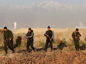 Afghan security forces arrive at the site of a blast in Kabul November 18, 2014