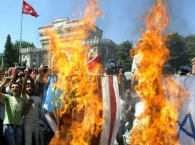 Protesters set fire to U.S. and Israeli flags to protest the Israeli offensive in Lebanon in front of Istanbul University after Friday prayers in Beyazit Mosque in Istanbul, August 4, 2006, photo by Stringer/Reuters