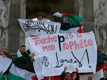 French Muslims hold an I