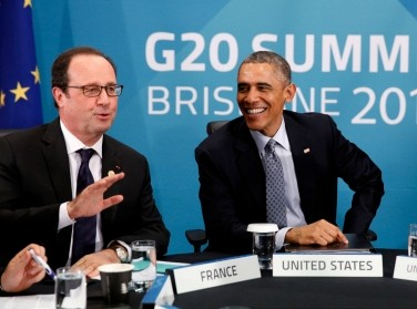 French President Francois Hollande, U.S. President Barack Obama, and British Prime Minister David Cameron discuss the situation in Ukraine at the G20 in Brisbane, November 16, 2014