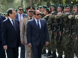Cypriot President Nicos Anastasiades and Egyptian President Abdel Fattah al-Sisi observe a guard of honour at the Presidential Palace in Nicosia, April 29, 2015