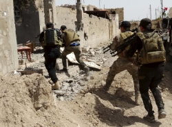 Iraqi security forces during a patrol, looking for Islamic State militants on the outskirts of Ramadi, April 9, 2015