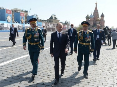 Russian President Vladimir Putin, Defense Minister Sergei Shoigu (L) and Colonel-General Oleg Salyukov (R) in Moscow, May 9, 2015