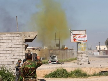 A chlorine-tinged cloud of smoke rises from a bomb detonated by Iraqi army and Shi'ite fighters in the town of al-Alam in Salahuddin province, March 10, 2015
