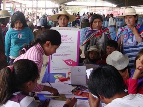 Citizens of Cochabamba sign cards as part of the Cartas de Mujeres Bolivia campaign, photo courtesy Franziska Gutzeit/Cartas de Mujeres Bolivia