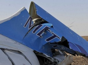 The remains of a Russian airliner that crashed are found near Al-Arish, Egypt, October 31, 2015, photo by Stringer/Reuters