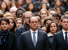 French Education Minister Najat Vallaud-Belkacem (L), French President Francois Hollande (C), French Prime Minister Manuel Valls (R), and students observe a moment of silence at the Sorbonne University, Paris, France, November 16, 2015, photo by Guillaume Horcajuelo/Pool/Reuters