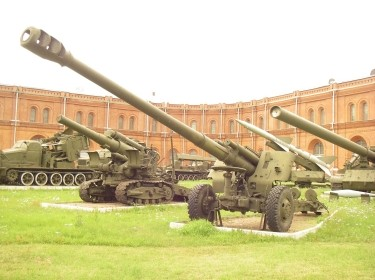 152-mm howitzer 2A65 Msta-B in Saint-Petersburg Artillery museum