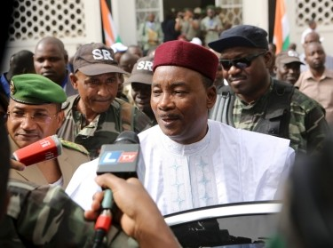 Niger's incumbent President Mahamadou Issoufou speaks to journalists after voting during the country's presidential and legislative elections in Niamey, Niger, February 21, 2016