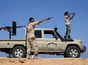 Libya Dawn fighters watch Islamic State militant positions near Sirte March 19, 2015, photo by Goran Tomasevic/Reuters