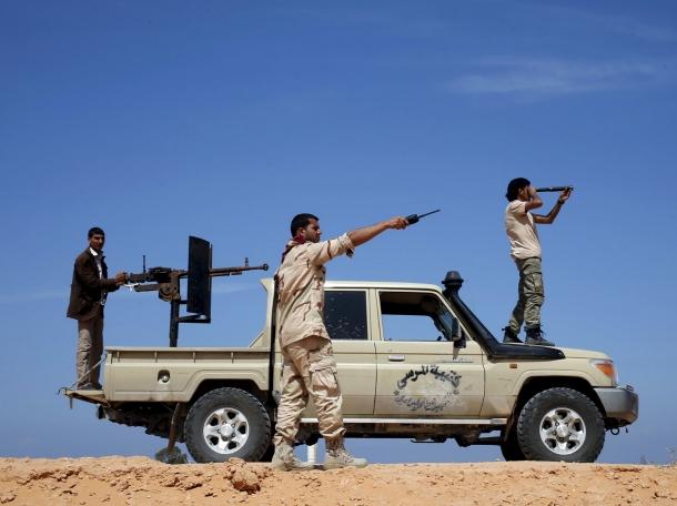 Libya Dawn fighters watch Islamic State militant positions near Sirte March 19, 2015