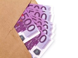 An envelope full of 500 euro notes