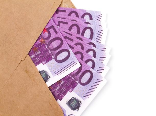An envelope full of 500 euro notes