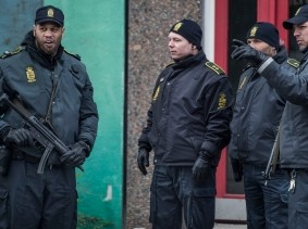 Danish police search an apartment block in Ishoej, Denmark, for people suspected of having been recruited by the Islamic State, April 7, 2016, photo by Scanpix Denmark/Reuters