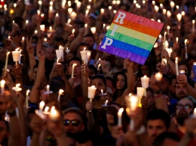 People take part in a candlelight memorial service the day after a mass shooting at Pulse, a gay nightclub in Orlando, Florida, June 13, 2016, photo by Carlo Allegri/Reuters