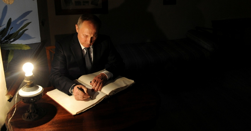 Russian President Vladimir Putin signs a visitors' book at the former home of Russian writer Leo Tolstoy in Yasnaya Polyana, September 8, 2016