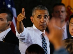 U.S. President Barack Obama gives a thumbs up after his speech at the Rota naval airbase, near Cadiz, Spain, July 10, 2016