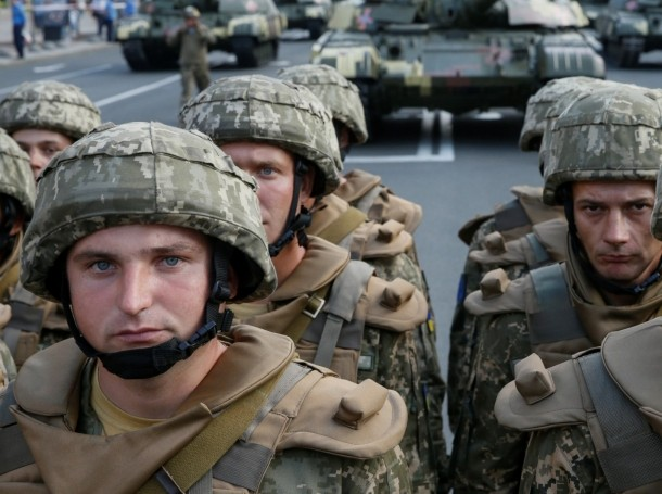 Ukrainian servicemen take part in a rehearsal for the Independence Day military parade in Kiev, August 19, 2016
