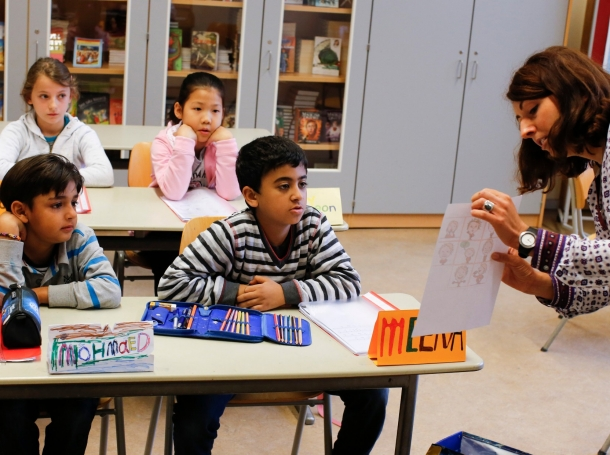A teacher conducts a German lesson for children of a welcome class for immigrants from Syria, Egypt, and South Korea at the Katharina-Heinroth primary school in Berlin, Germany, September 11, 2015