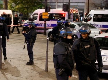 French police secure a street near a travel agency where a gunman took seven people hostage in a robbery, in Paris, France, December 2, 2016