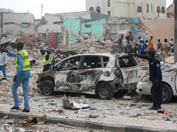 Somali government soldiers secure the scene of an explosion in front of Dayah hotel in Somalia's capital Mogadishu, January 25, 2017