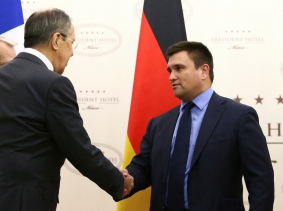 Russia's Foreign Minister Sergei Lavrov (L) shakes hands with his Ukrainian counterpart Pavlo Klimkin during talks on the crisis in eastern Ukraine, in Minsk, Belarus, November 29, 2016.